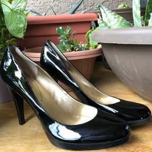 Guess Patent leather pumps size 9